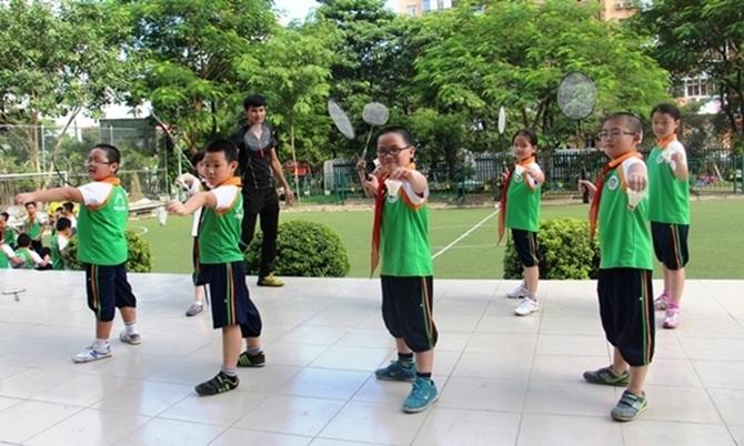 Top 7 cây vợt cầu lông cho trẻ em đáng mua nhất 2018